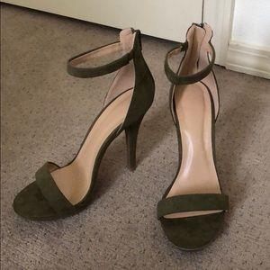 Olive heels - sz 9